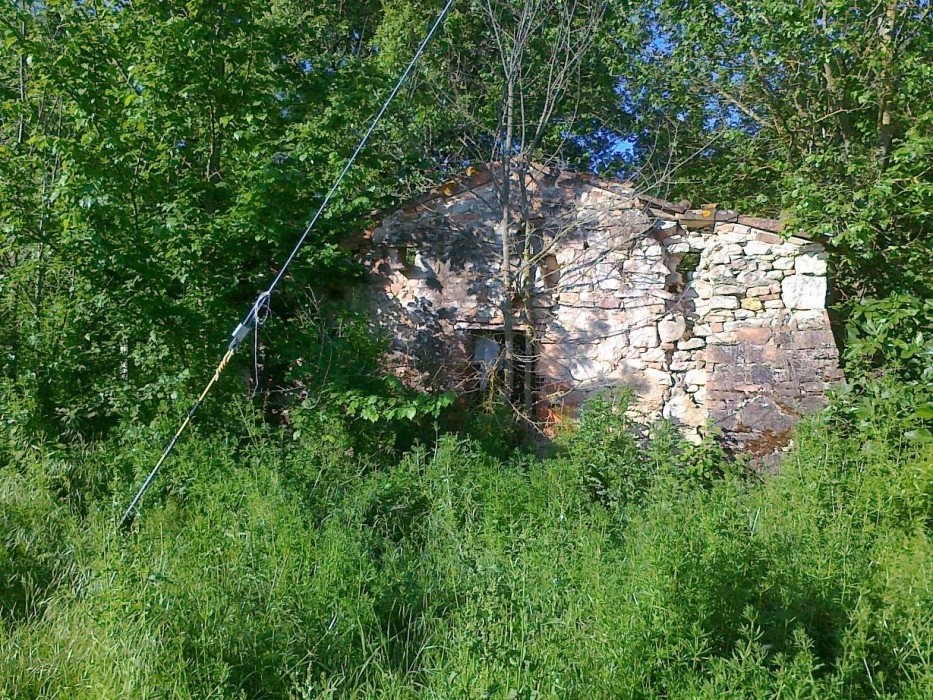 Ruin with land in an excellent position in the countryside