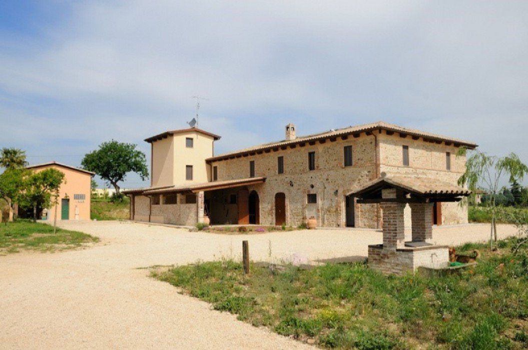 Vendesi bed and breakfast in antico casolare
