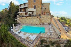 Casale con piscina in Umbria
