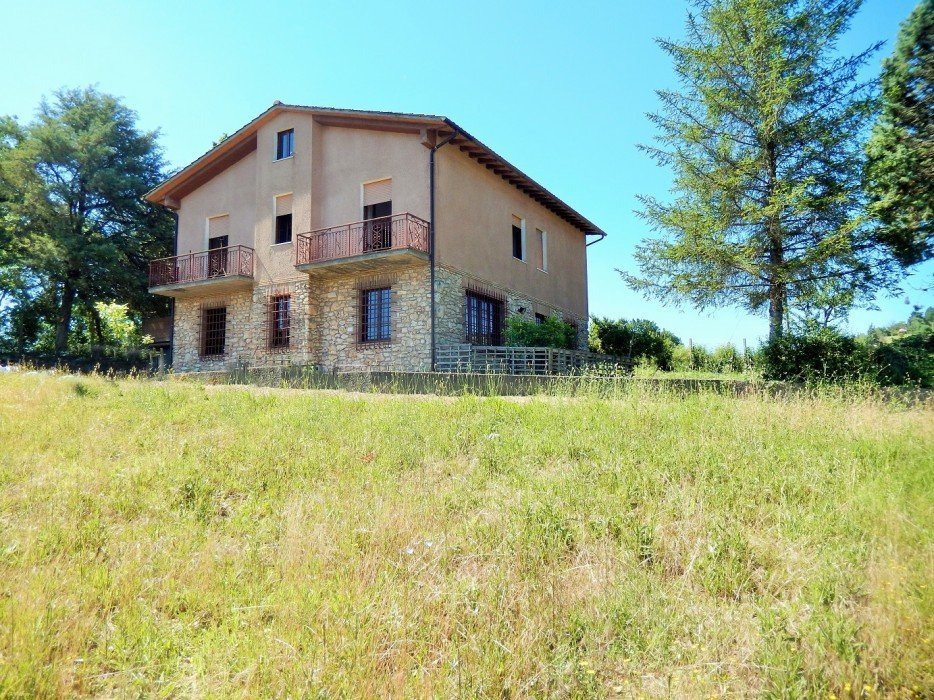 Chalet for sale in a quiet location with garden