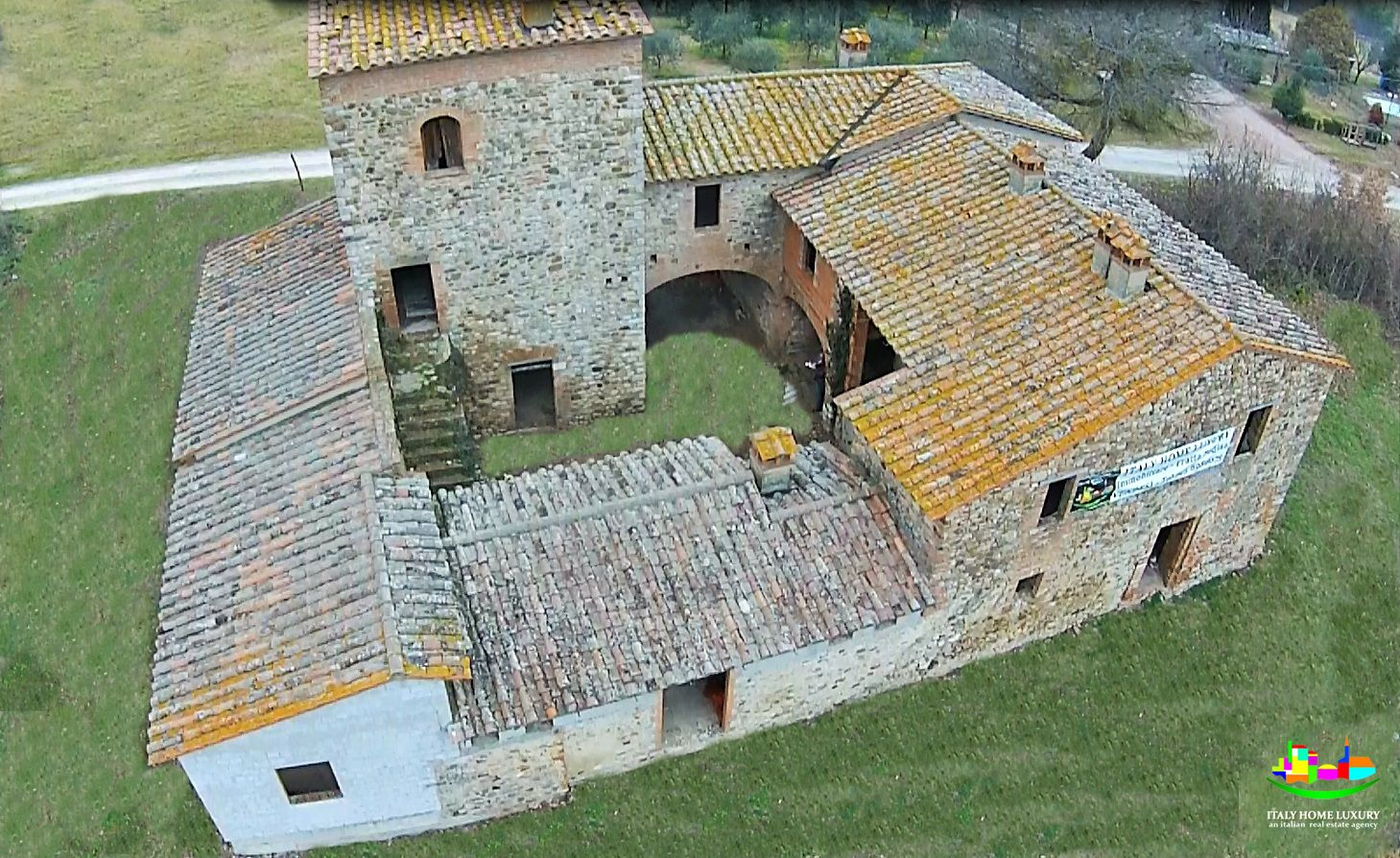 For sale village in Umbria with ancient watchtower