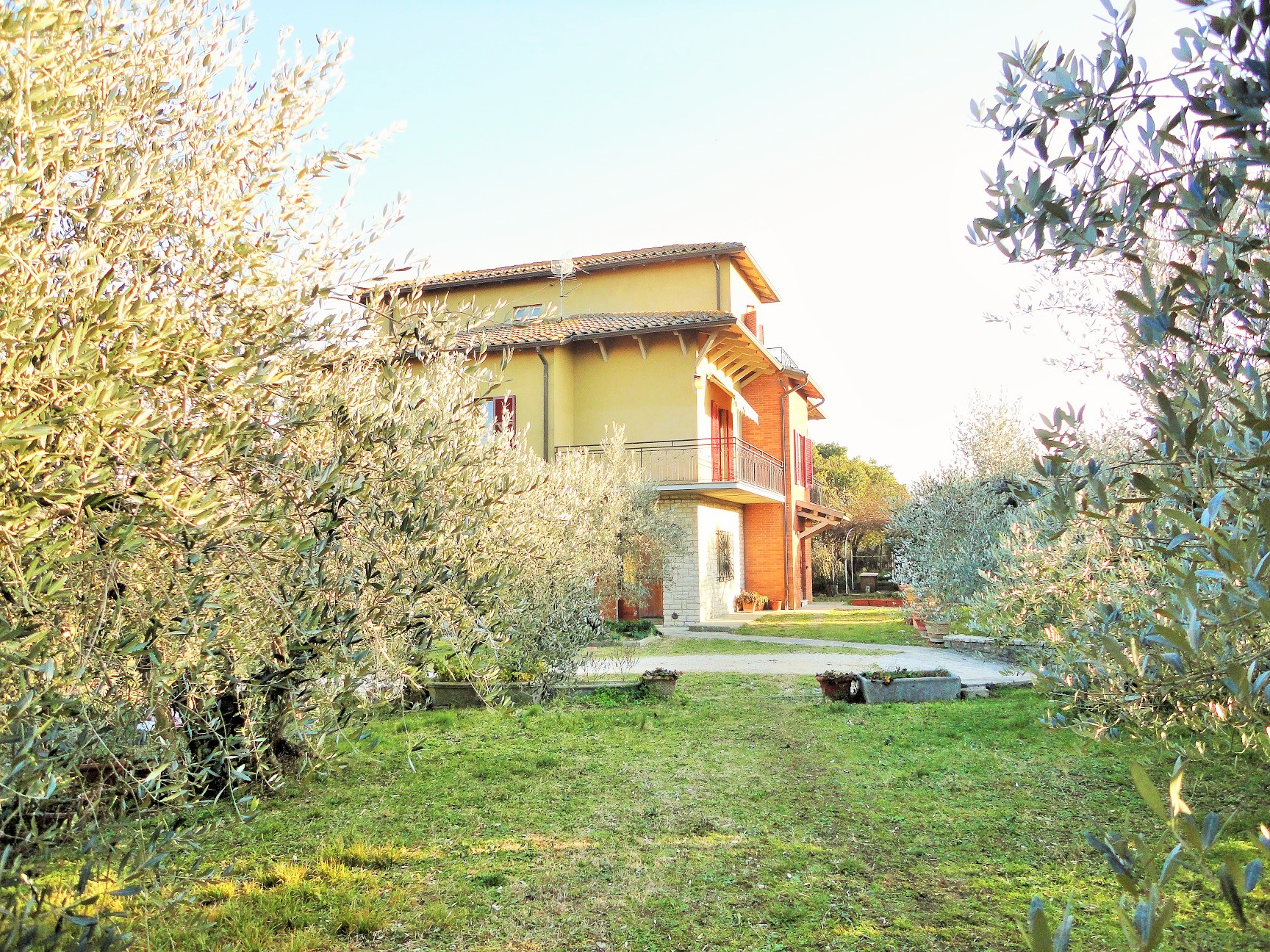 Villa for sale in Todi in a hamlet