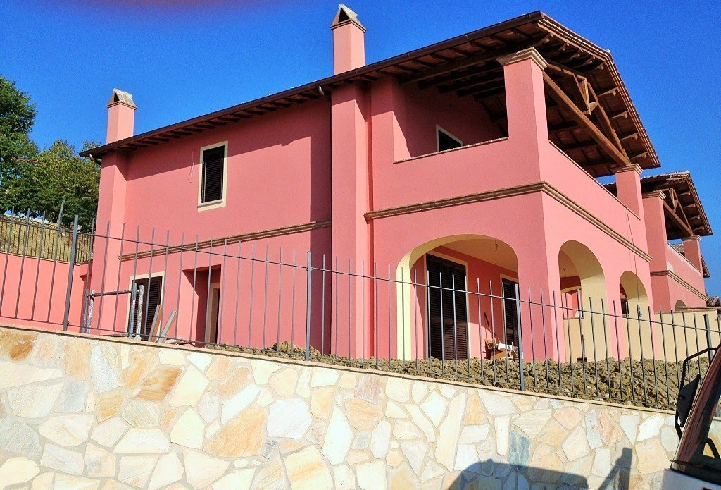 Villa for sale in Ellera with private garden and panoramic views