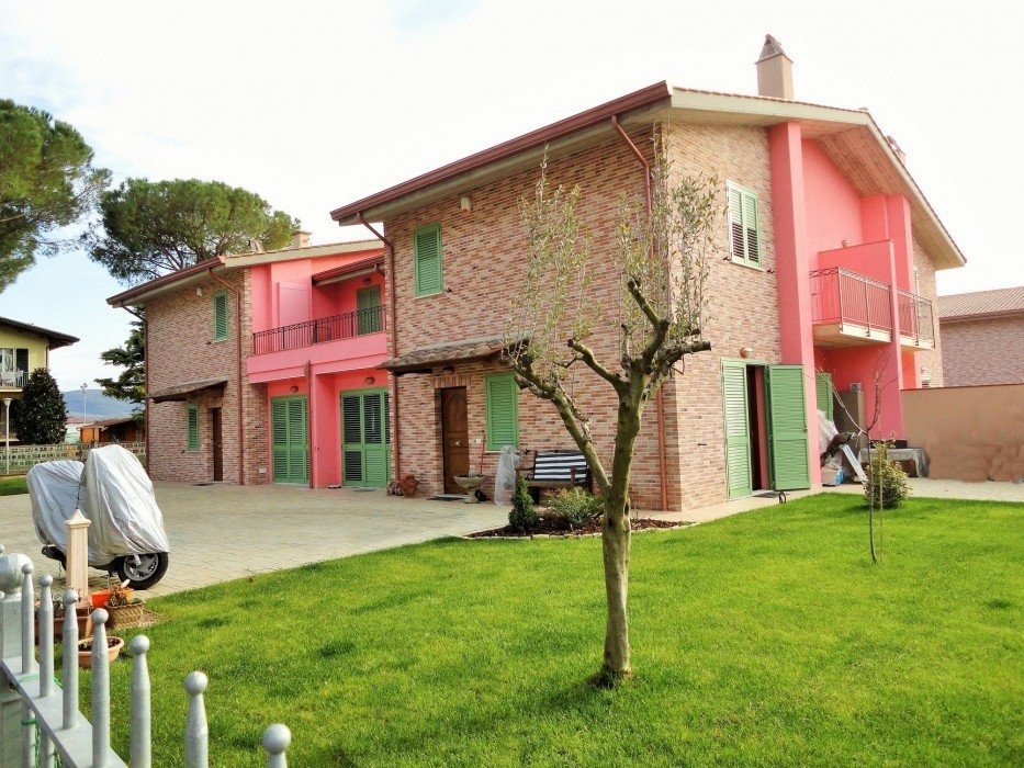 Villa for sale in San Martino in Campo with garden