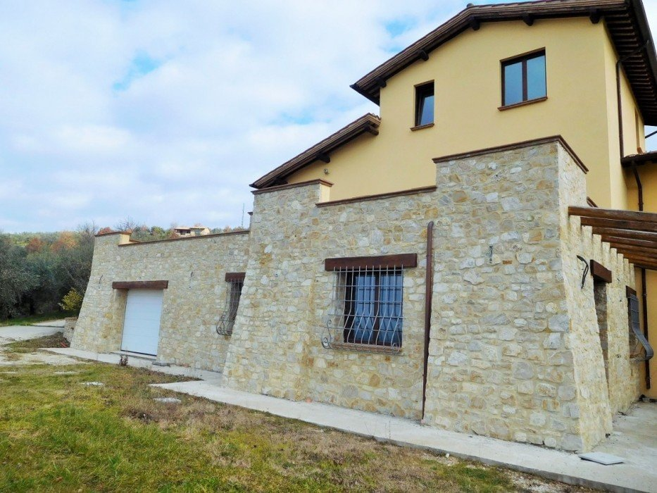 Farmhouse for sale in Collazzone with Olives