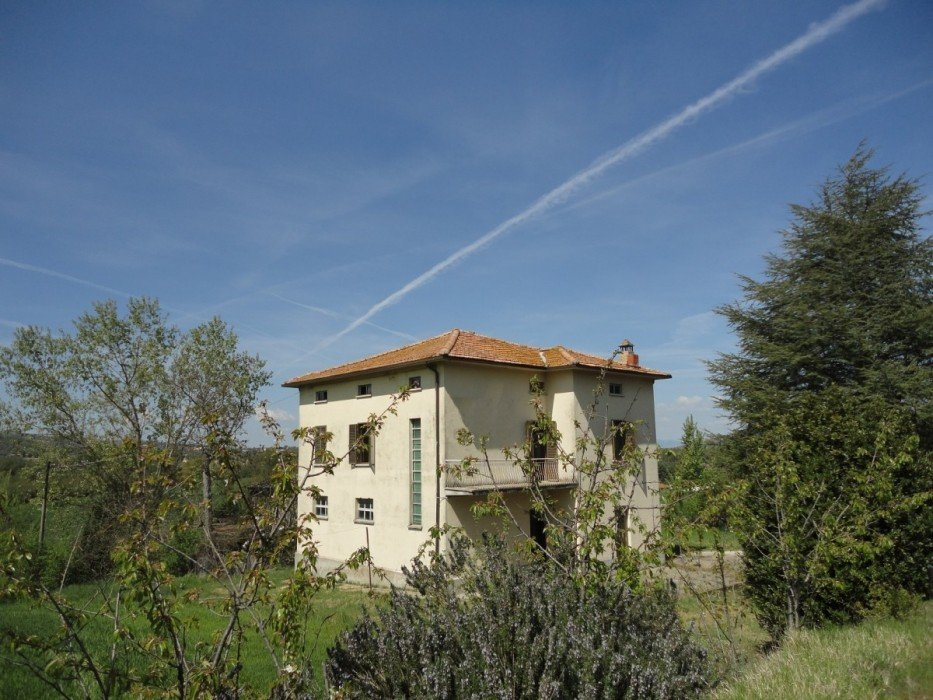 House for sale in Todi with land