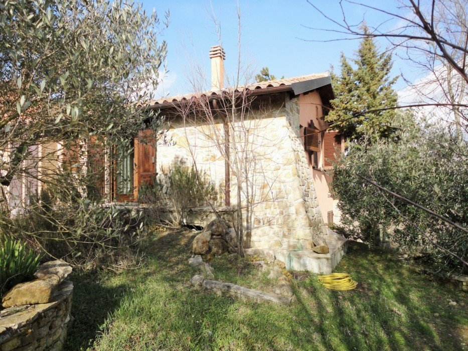 Stone house for sale in Todi in exclusive complex with swimming pool