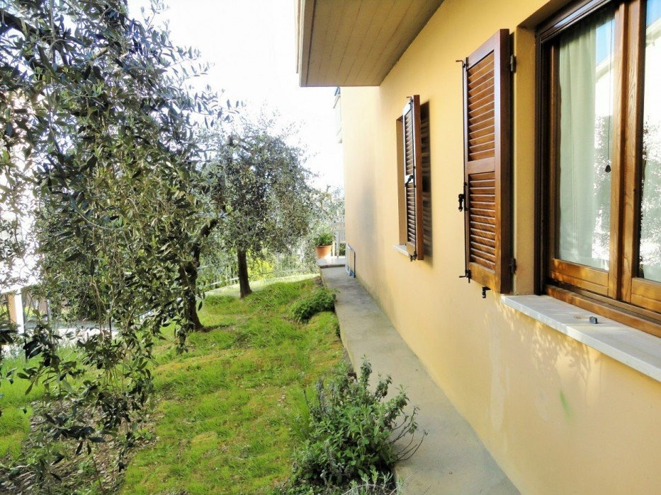Apartment for sale in Todi with garden