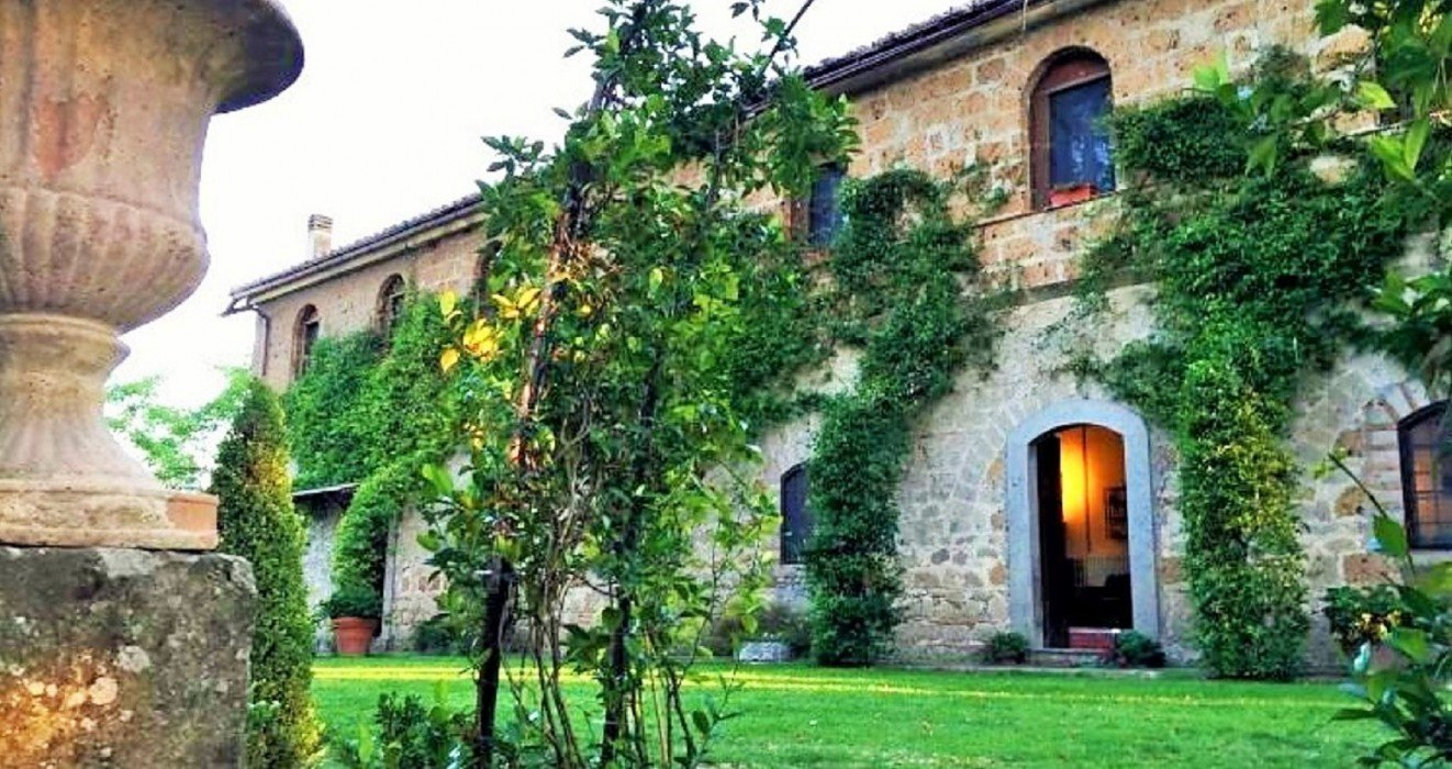 Vintage villa for sale in Lazio with Park