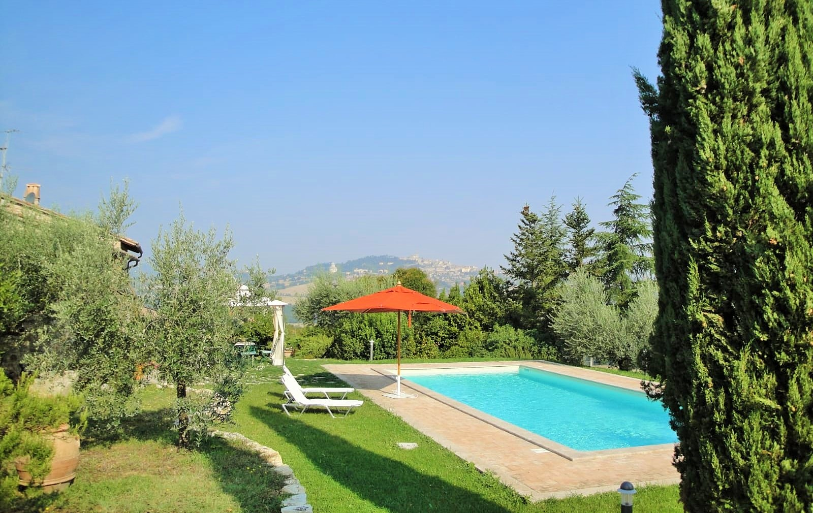 Farmhouse for sale in Todi with swimming pool